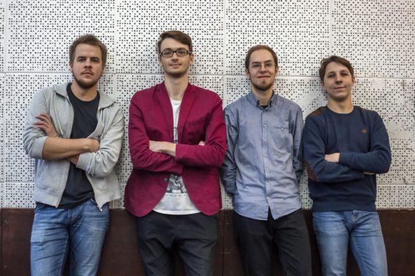 Fot. Adam Wajdzik: Swobodnie prezentująca się ekipa muzyków tworzących Follow Dices.