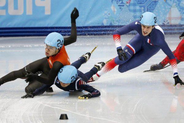 Źródło: nbcnews.com; Kraksa podczas jednego z biegów na olimpijskich zawodach w Soczi