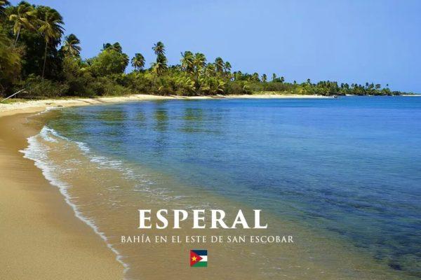 Źródło: theguardian.com; lazurowa woda na plaży w San Escobar