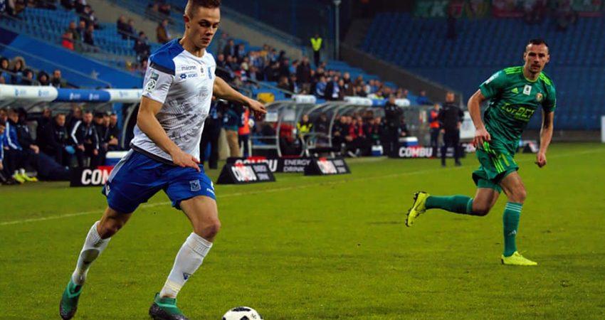 Robert Gumny zadebiutował w pierwszej drużynie Lecha Poznań 19 marca 2016 roku w meczu przeciwko Legii Warszawa. Wystąpił w 57 spotkaniach, strzelając jednego gola i notując pięć asyst (fot. Dawid Szafraniak).