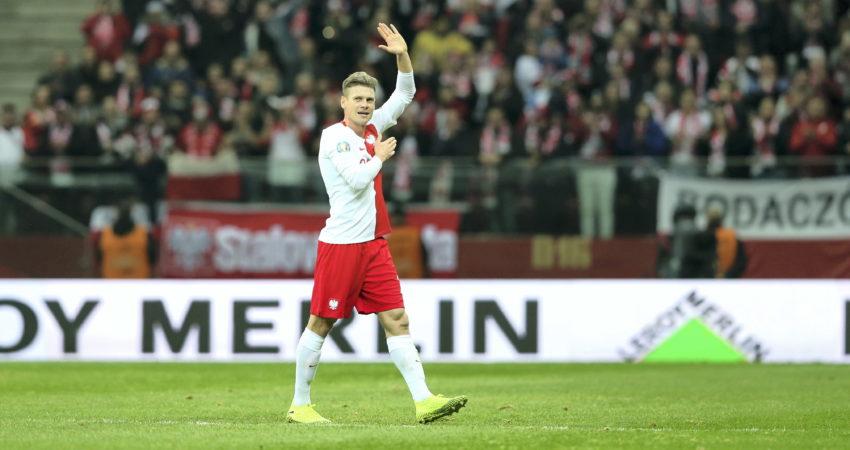 Łukasz Piszczek schodził z boiska przy aplauzie blisko 60 tysięcy kibiców zgromadzonych na PGE Narodowym. (źródło: Leszek Szymański / PAP)